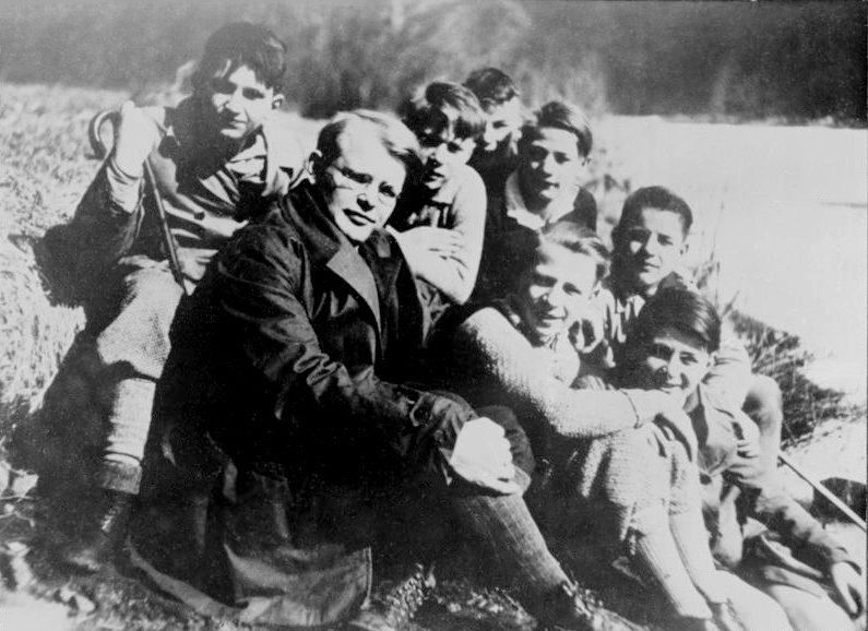 Bonhoeffer mit jungen